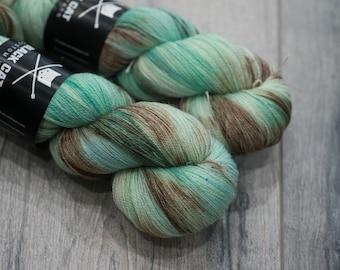 Canadian Hand-dyed yarn 100% Superwash Merino Lace Yarn 113g 980 yards Lace weight. Chocomint. Multicolored variegated yarn.