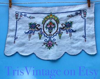Vintage Petit Cross Stitch Chair Scarf ~ Vintage Linen Sofa Scarf ~ Vintage Linens ~ Vintage Dresser Scarf ~ Vintage Cross Stitch ~