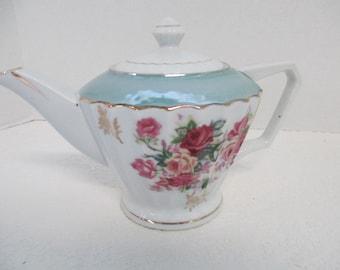 Vintage Japanese porcelain teapot trimmed in gold marked Norleans Japan used