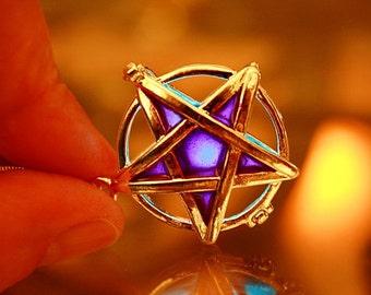 Locket PENTACLE / GLOW in the DARK Locket / Pentacle Necklace / Glow Pentacle Locket / Star necklace /