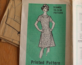 Vintage Mail Order Printed Dress Pattern 9246, Rare Size 16 1/2, Bust 39, Seamed to-slim