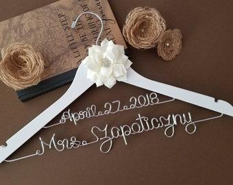 Personalized Wedding Hanger / Bridesmaid gift / Bridal Hanger / Bridal Shower Gift / Bridal Party / Maid of Honor / Graduation Gift/