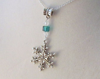 Snowflake Clear & Green 16in Silver Tone Necklace (CN2)