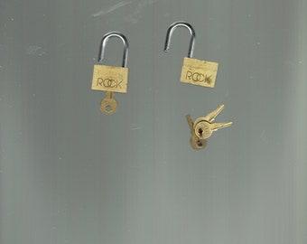 2 little rock locks and 4 keys