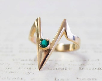 Vintage 1980s Emerald Swarovski Crystal Ring V Shaped 18k Yellow Gold Electroplated Made in USA #R1093