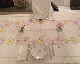 Flower embroidery crochet tablecloth