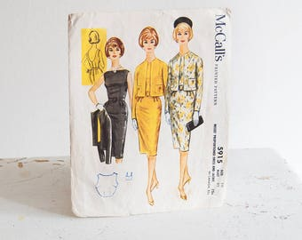 Vintage 1960's Sewing Pattern / McCalls 5543 / Sheath Dress Misses fitted Dress