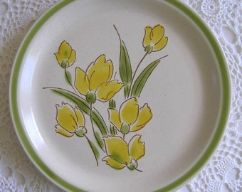 Made in Japan Tulip Floral Stoneware Plates 1970's, Set of 4