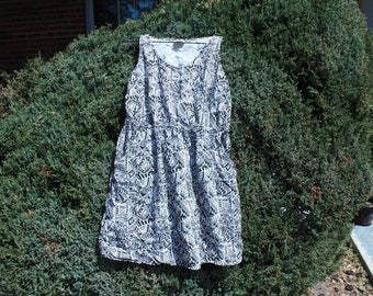 Patterned Dress w/ Pockets - Large