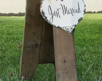 Just Married | Just Married Sign | Wedding Sign | Heart Sign | Rustic Wedding | Wedding Photo Props | Wooden Wedding Sign |Wooden Heart Sign