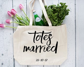 Totes Married Bag , Wedding Tote , Canvas Bag , Gift for Bride, Bridal Shower Gift , Canvas Tote , Custom Gift , Large Tote Bag , Tote Bag