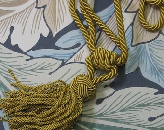 1 x Chateau Style Small Single Tassel  Hand Tied Curtain Tie Back  Antique Gold