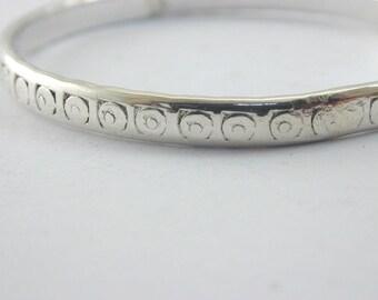 Vintage 9.6g childs silver swirl pattern bangle