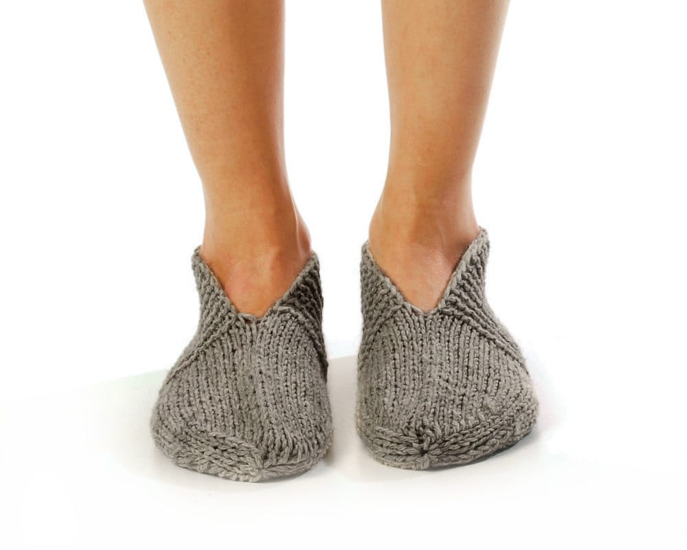 "MEN SLIPPER SOCKS ""Pleasant Evening"" Hand knitted from natural grey wool yarn."