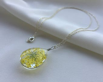 Queen Anne's Lace flower necklace, Real Flower Glass jewelry, Dried flower pendant, Pressed flower necklace, Gift for bride, Friendship gift