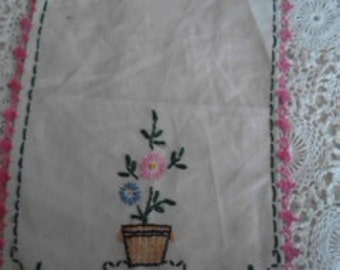Vintage Embroidered Table Linen   ECS