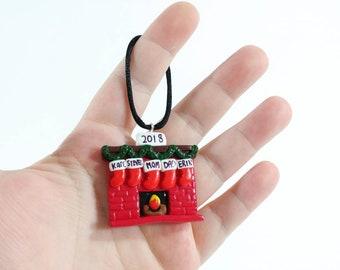 Personalisierte Strümpfe über einem Kamin Ornament - benutzerdefinierte - Urlaub Dekoration - Weihnachtsschmuck - Andenken Ornament
