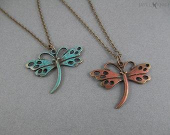 50 % de réduction - soldes - main peint patine Bronze libellule collier