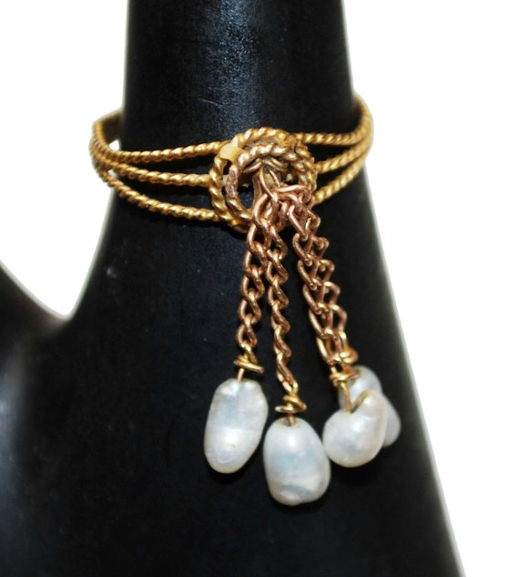 10 Kt gold ring white fresh water dangle pearls  size 5 1/2 Victorian ring