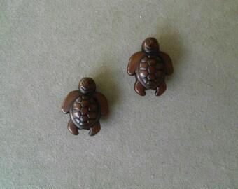 2 turtles Brown acrylic beads