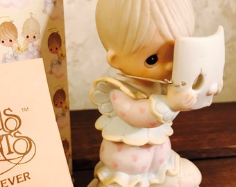 """Precious Moments Vintage Porcelain Figurine - """"Put On A Happy Face"""" - PM822 - 1980's - Clown - Enesco"""