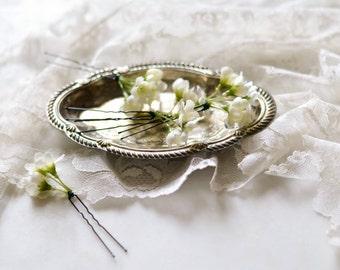 white flower hair pins, wedding clip set, baby's breath style hair pins, bridal hair pins, hair clip set, wedding hair accessories