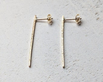 Textured vertical studs: 9ct Gold