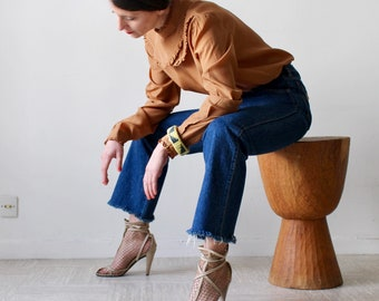 Cinnamon / 50's vintage Blouse / neck crop top with ruffled bib / Brown sanded / blouse 40-42