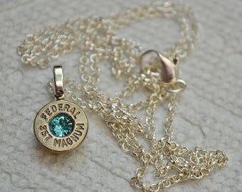 Collier Bullet... Maillechort fédéral.357 magnum Collier pendentif avec un cristal de Swarovski Aqua... Lot 442