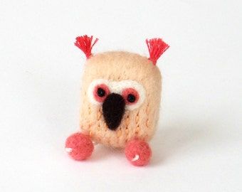 Pink owl brooch, needle felted bird pin - peach and coral, woodland animal felt accessories