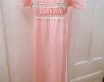 Playful pink 50s vintage shirt with lace