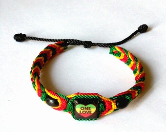 Very Nice Thin Heart Rasta Bracelet