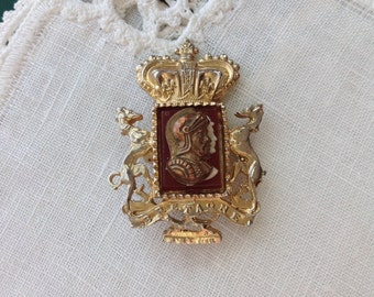 CORO Knight Brooch Pin, Gold Tone, 1 5/8 X 1.25 in, 4.1 X 3.2 cm
