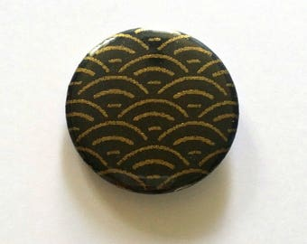 Badge 37 mm pattern Japanese wave black and gold, creating my little paper badge