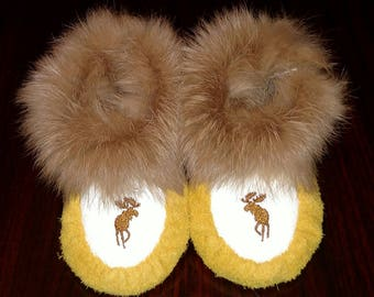 Child Size 8 New Handcrafted Elk Leather / Fur / Wool Moccasins Slippers