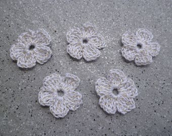 5 flowers in white cotton with a thin gold wire handmade