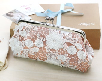 Bridesmaid Daisy Flower Guipure Lace Clutch in Peach Apricot Peach - DAISY Mother of The Bride Gift
