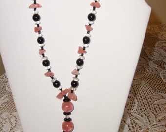 A Lil Pink & Black beaded Lariat Necklace