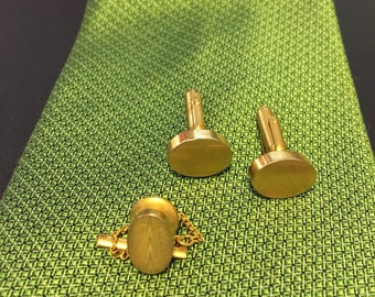 "ANSON Gold tone rippled cuff links with matching tie bar. Measures 5/8"" oval."