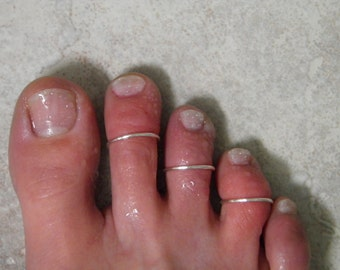 "Toe ring... ""Simple Lines"" set of 3 silver wire stackable toe rings."