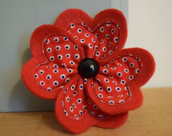 Poppy flower brooch - red -daisy applique - jewellery - pin - handmade - armistace day