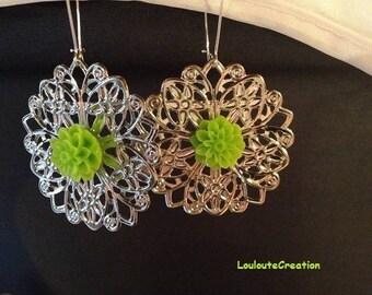 Silver filigree and green chrysanthemum flowers earrings
