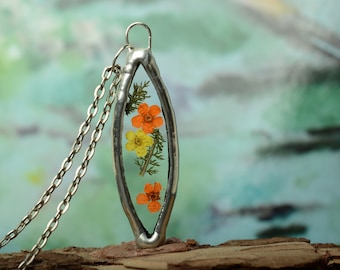 bridesmaid dainty terrarium glass pendant, summer pressed flower necklace, Planter botanical jewelry, nature gift for her