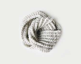 Infinity Scarf, Chunky Knit ⨯ The Léogâne ⨯ in OATMEAL