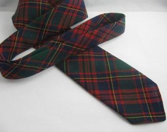 Original 60s tie. Slim tie in classic plaid / check pattern. Material: Diolen® with 45% virgin wool. VINTAGE
