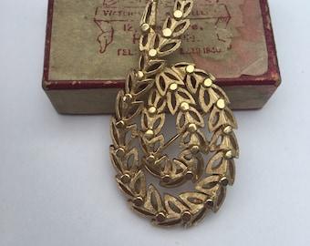 Vintage Pretty, Gold Coloured TRIFARI Brooch. Signed Brooch. Gold Leaf Pattern