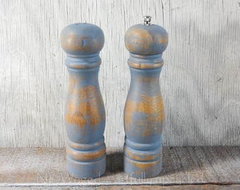 Shabby chic Salt and pepper grinder, painted and distressed blue, salt shaker and pepper mill
