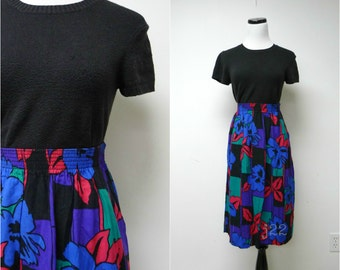 "JESSICA . bold print skirt . size 12 / waist: 25"" - 34"" . made in USA"