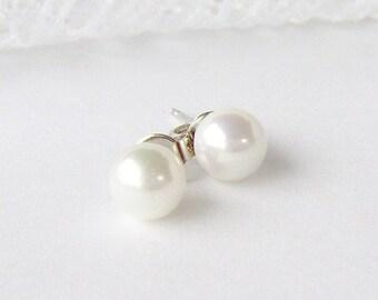 White Pearl Ohrstecker / Juni Birthstone / Braut Ohrringe / Hochzeit / Brautjungfer Ohrringe / classic Ohrringe / Geschenk für sie