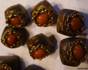 11 very nice antique buttons